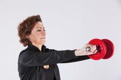 lyftande viktkvinna Arkivfoto