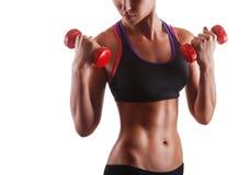 lyftande weights le för attraktiv kameracloseupkondition kvinnan Fotografering för Bildbyråer
