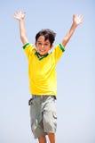 lyftt barn för armar unge fotografering för bildbyråer