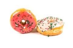 Lyftta frostade donuts Arkivbilder