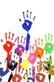 Lyftta händer i akrylmålarfärg Arkivbilder