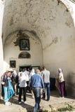 Lykhny Abjasia La entrada a la iglesia de la suposición o Fotografía de archivo libre de regalías
