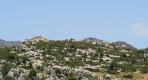 Lykian-Felsen-Gräber an den Ruinen der versunkenen Stadt Simena nahe Kekova-Insel, die Türkei stockfotografie