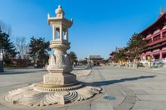 Lykta för sten för Jilin wanshoutempel Arkivbild