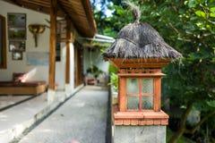 Lykta i ett Balinesehus Arkivfoton
