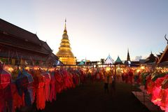 Lykta med den thailändska pagoden royaltyfri bild