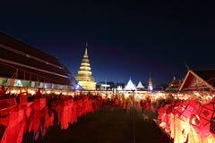 Lykta med den thailändska pagoden royaltyfria foton