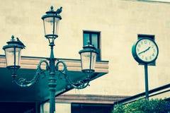 Lykta på fasaden av det gamla italienska huset Venedig Arkivbilder