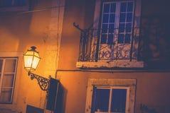 Lykta på fasaden av en byggnad i den historiska mitten av Li Royaltyfri Fotografi