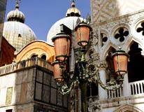 Lykta på Sanen Marco Square i Venedig Arkivfoton