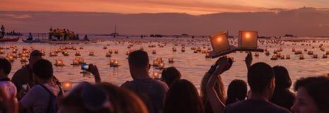 Lykta som svävar festival Arkivfoton