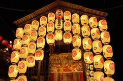 Lyktor av den Gion festivalnatten, Kyoto Japan Royaltyfri Fotografi