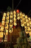 Lyktor av den Gion festivalnatten, Kyoto Japan fotografering för bildbyråer
