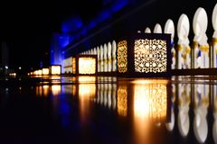 Lyktor i Sheikh Zayed Grand Mosque Arkivbilder