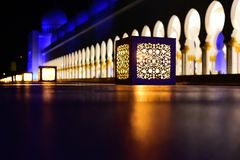 Lyktor i Sheikh Zayed Grand Mosque Royaltyfri Bild