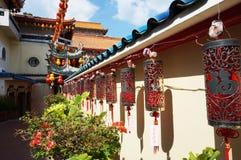 Lyktor på den Kek Lok Si templet royaltyfri fotografi