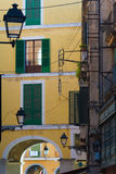 Lyktor på den spanska gatan Arkivbilder