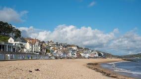 LYME REGIS, DORSET/UK - 22. MÄRZ: Ansicht des Strandes an Lyme Ausrichtung Stockfotografie