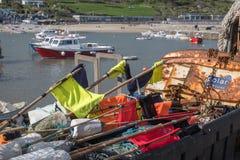 LYME REGIS, DORSET/UK - 22. MÄRZ: Boote im Hafen bei Lyme Stockbilder