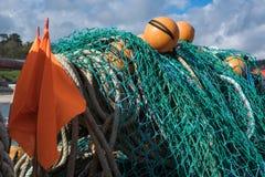 LYME REGIS, DORSET/UK - MARS 22: Fisknät i hamnen a Royaltyfri Fotografi