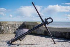 LYME REGIS, DORSET/UK - MARS 22: Stort ankare i Lyme Regis Ha Fotografering för Bildbyråer