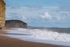 LYME REGIS, DORSET/UK - 22 MARZO: Linea costiera giurassica a Lyme con riferimento a Fotografie Stock Libere da Diritti