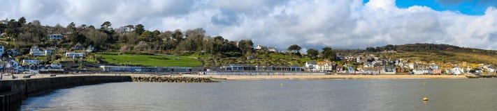 LYME REGIS, DORSET/UK - 22 MARZO: Vista di Lyme Regis dalla H Immagine Stock Libera da Diritti