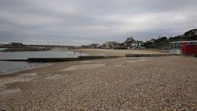 Lyme Regis plaży Dorset Anglia UK fala owija brzeg zdjęcie wideo