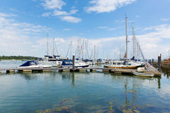 Lymington小游艇船坞汉普郡Solent ner的英国英国新的森林 免版税库存图片
