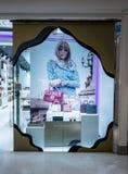 Lyn shoppar på den centrala plazaen Bangna, Bangkok, Thailand, Februari 28, 201 Royaltyfri Foto