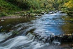 LYNMOUTH, DEVON/UK - 10月19日:在东方Lyn河的桥梁 图库摄影