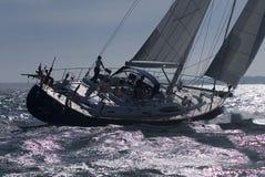 Lynnig seglingyacht för millivolt Arkivbilder