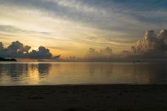 Lynnig solnedgång på Koh Phangan Thailand arkivfoton