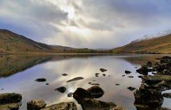 Lynniga Llyn Mymbr Snowdonia Arkivbilder