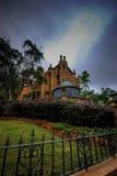 Lynnigt skott av den spökade herrgården på Walt Disney World Florida Royaltyfri Foto
