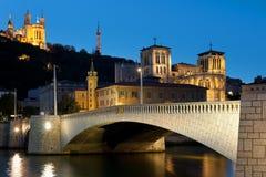 Lyon över den Saone floden på natten Royaltyfria Bilder