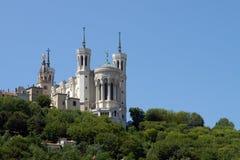 Lyon domkyrka i den stora blåa skyen Arkivfoto