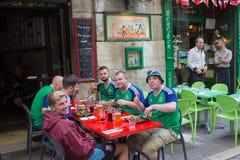 Lyon, França - 16 de junho de 2016: Fãs de Irlanda do Norte no campeonato europeu do futebol Fotos de Stock Royalty Free