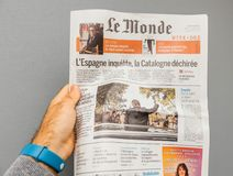 Man reading Le monde newspaper Royalty Free Stock Photos
