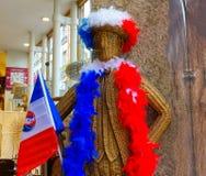 Lyon, France - 16 juin 2016 : Défenseur français heureux - tissant du chiffre de rotin au café Photo stock