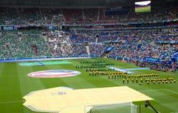 LYON, FRANCE - 16 JUIN 2016 : La cérémonie d'ouverture avant EURO jeu de l'UEFA de l'Ukraine contre N l'irlande Image stock