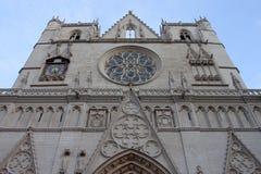 LYON, FRANCIA - 26 de octubre de 2013: Catedral de St John como sitio del patrimonio mundial de la UNESCO en Lyon Fotografía de archivo libre de regalías