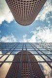 LYON, FRANKREICH - 2017: Gebäudereflexion in einem einem anderen Gebäudeturm Lizenzfreies Stockbild