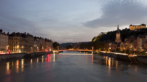 Lyon, Frankreich - 27. Oktober 2013: Die rote Brücke des Saone-ri Stockbilder