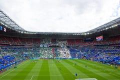 LYON, FRANKRIJK - JUNI 16, 2016: Spelers die vóór het EURO spel van UEFA van de Oekraïne tegen N opleiden ierland stock afbeeldingen