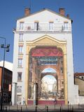 Lyon, mur peint en trompe-l'oeil - Geschilderde muur Stock Afbeeldingen
