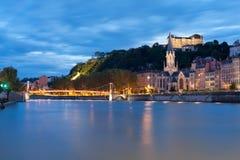Lyon och Saone flod på natten Arkivfoto
