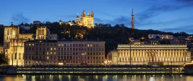 Lyon por noche imagenes de archivo