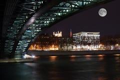 Lyon por noche, en la batería de Rhone Imagenes de archivo