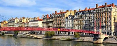 Lyon stad och röd spång arkivfoto